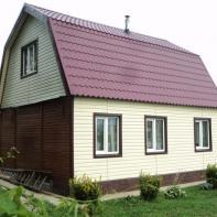 Дом из профилированного бруса белый с красной крышей